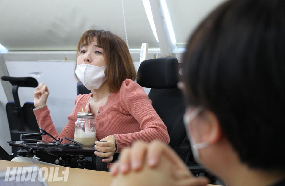 김상희 노들장애인자립생활센터 활동가가 이야기하고 있다. 사진 강혜민